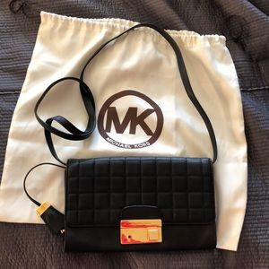 🌻Michael Kors quilted black leather crossbodygold